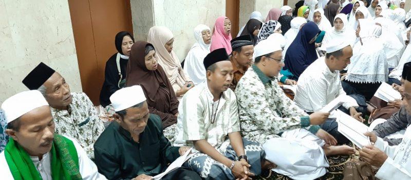 Jelang Wukuf di Arafah, Jamaah Haji KBIH Miftahul Ulum Gelar Khatmil Qur'an dan Istighatsah